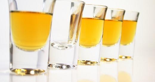 Shoty a poháre na destiláty